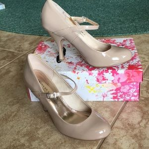 NWT Chinese Laundry nude heels